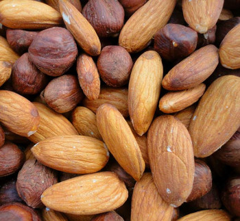Almonds and hazelnuts, oral allergy syndrome triggers