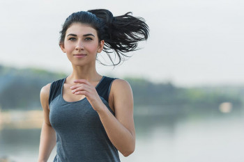 A woman runs while breathing through her nose