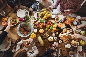 A Thanksgiving spread where people with diabetes eat.